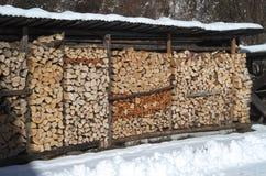 Stapel van hout voor de open haard Stock Fotografie