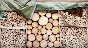 Stapel van houten logboeken als achtergrond Royalty-vrije Stock Afbeelding