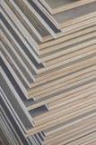 Stapel van industrieel triplex in bouwwerf royalty-vrije stock afbeelding