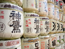 Stapel van Japanse Alcohol (Belang) in Minatogawa-Heiligdom, Kobe, Japan royalty-vrije stock foto