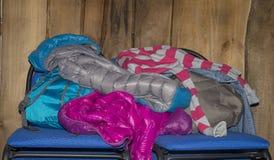 Stapel van kleren op stoel Royalty-vrije Stock Afbeelding