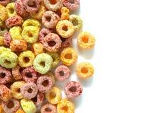 Stapel van kleurrijk fruitig ontbijtgraangewas royalty-vrije stock fotografie