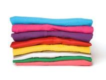 Stapel van multi-coloured kleren Royalty-vrije Stock Afbeelding
