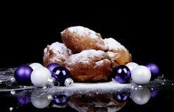 Stapel van Nederlandse doughnut ook wordt bekend die als oliebollen, traditionele Nieuwe Ye Stock Foto's
