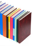 Stapel van nieuwe boeken op wit Royalty-vrije Stock Afbeeldingen