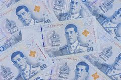 Stapel van nieuwe 50 Thaise Bahtbankbiljetten stock afbeelding