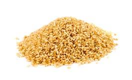 Stapel van Ongepelde rijst op Witte Achtergrond Stock Afbeelding