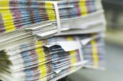 Stapel van onvolledig Druktijdschrift met cmykbars stock foto