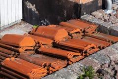 Stapel van Oranje Dakwerktegels Stock Afbeeldingen