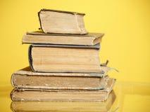 Stapel van oude boeken Stock Foto's