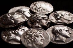 Stapel van oude Griekse zilveren muntstukkenclose-up Stock Foto's