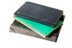 Stapel van oude uitstekende die boeken op witte achtergrond worden geïsoleerd Royalty-vrije Stock Afbeeldingen