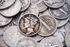 Stapel van oude Zilveren Dimen & Kwarten Royalty-vrije Stock Afbeeldingen