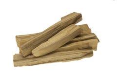 Stapel van palosanto of heilige houten die stokken op witte achtergrond wordt geïsoleerd Stock Foto