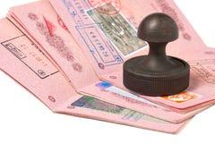 Stapel van paspoorten en zegel royalty-vrije stock afbeelding