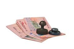 Stapel van paspoorten en zegel Stock Afbeelding