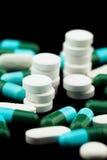 Stapel van pillen en tabletten Stock Afbeeldingen