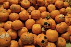 Stapel van pompoenen gelukkig Halloween Stock Foto