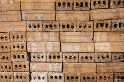 Stapel van rode baksteen voor het voorbereidingen treffen voor bouw Royalty-vrije Stock Fotografie