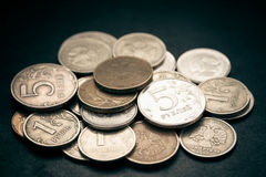Stapel van Russische muntstukken. stock afbeeldingen