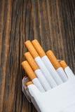 Stapel van sigaretten stock afbeeldingen
