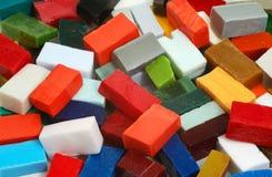 Stapel van smalttegels van verschillende kleuren Stock Foto