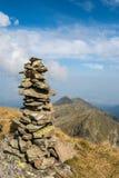 Stapel van stenen in de Roemeense Karpaten stock afbeeldingen