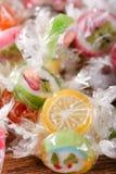 Stapel van suikergoed met fruitmotieven in cellofaan Royalty-vrije Stock Fotografie