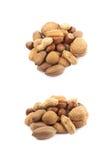 Stapel van veelvoudig geïsoleerd soort noten stock afbeelding