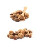 Stapel van veelvoudig geïsoleerd soort noten stock foto
