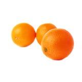 Stapel van veelvoudige rijpe die sinaasappelen, over wordt geïsoleerd Royalty-vrije Stock Foto's