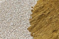 Stapel van verpletterd steen en zand Stock Fotografie