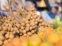 Stapel van vers Longan-Draak` s Oog in markt Stock Foto's