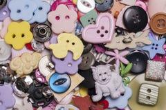 Stapel van verschillende knopen Stock Foto's