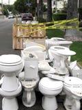 Stapel van verworpen toiletten Stock Fotografie