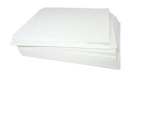 Stapel van Witboek dat over wit wordt geïsoleerdn stock foto's