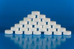 Stapel van witte pillen Stock Afbeelding