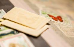 Stapel van zegels in het zegelalbum royalty-vrije stock afbeelding