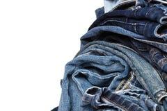 Stapel verschiedene Schatten von Blue Jeans lizenzfreies stockfoto
