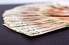 Stapel vieler 50 Eurobanknoten stockbilder