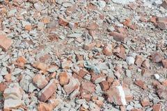 Stapel von alten gebrochenen Ziegelsteinen Stockfotos