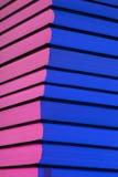 Stapel von Büchern im Rosa und im Blaulicht Lizenzfreies Stockbild