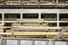 Stapel von Bau Planke lizenzfreies stockbild