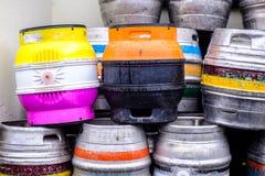 Stapel von Bier-Fässern Lizenzfreie Stockbilder