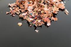 Stapel von bunten Bleistiftschnitzeln Lizenzfreies Stockfoto