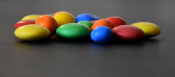 Stapel von bunten süßen Bonbons Stockfoto