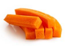 Stapel von den Karottenstiften lokalisiert auf Weiß stockbild