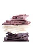 Stapel von Dunklem, von Weiß und von Milchschokolade Stockbild