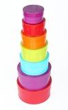 Stapel von einigem gefärbt ringsum Kästen Stockfotografie