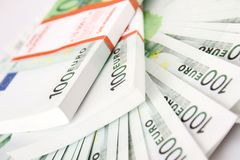 Stapel von 100 Eurorechnungen Lizenzfreie Stockfotografie